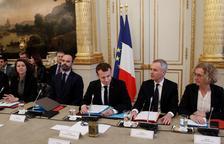 Macron apujarà el salari mínim per calmar els Armilles Grogues
