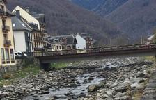 Alertan del escaso caudal del río Garona en Bossòst
