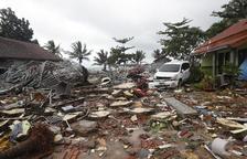 Más de 200 muertos y casi 850 heridos por un maremoto en el estrecho indonesio de Sonda