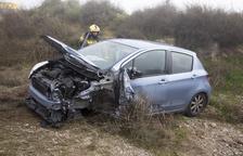 Dos heridos leves en un aparatoso accidente en la C-14 en Claravalls