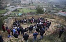 Homenaje a las víctimas de la guerra en la fosa común de El Soleràs