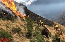 Controlat l'incendi a Arties que ha calcinat 240 hectàrees de pastures