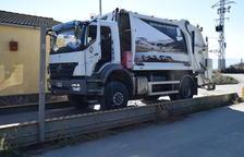 El primer camió d'orgànica d'Andorra que va arribar a Benavarre.