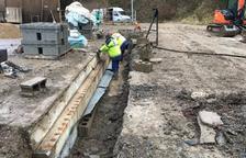 Imatge dels operaris treballant en la millora de la deixalleria de l'Alta Ribagorça.