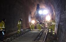 Trabajos las 24 horas para renovar 4,5 kilómetros de la línea de La Pobla
