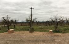 Arbeca recupera una creu de terme de més de 4 metres