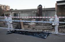 Retiren amiant del mur esfondrat a Agramunt