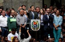 Guaidó demana suport a l'Exèrcit i promet una amnistia a Veneçuela