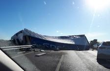 Cortada la autovía A-22 en Binéfar hacia Lleida tras volcar un camión