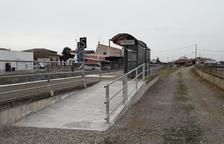 Nueva rampa para acceder al apeadero de tren de Térmens
