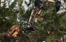 Salva la vida tras caer su coche por un desnivel de 150 metros en Bellver