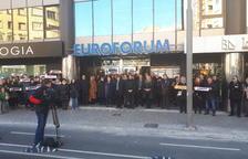 Concentración de trabajadores delante de la Delegació del Govern en Lleida
