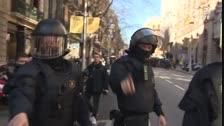 Los Mossos retiran a los concentrados que protestaban ante la Fiscalía de Catalunya