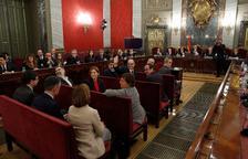 Los doce líderes independentistas, justo antes del inicio del juicio, ya en el banquillo de los acusados.