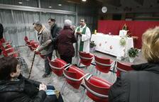 Misa en el local social de Alpicat y polémica al cerrar el templo