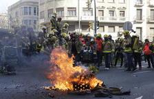 Cinc-cents bombers de tot Catalunya porten el seu clam als carrers de Lleida