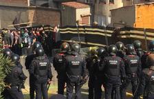 Els Mossos carreguen contra els manifestants a Lleida / Amado Forrolla
