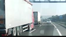 Un camió envesteix un cotxe que es dirigia a una marxa lenta amb menors a dins