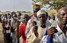 Nigeria reanuda las elecciones aplazadas 7 días pese a la violencia