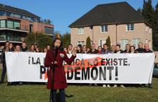 "Arrimadas, davant de la casa de Puigdemont a Waterloo: ""La república no existeix"""