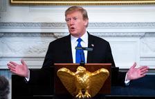 Trump ajorna l'augment dels aranzels a la Xina