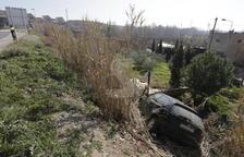 Herido tras acabar su coche en un canal por un accidente en Alfarràs