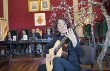 La guitarrista Maria Ribera puso ayer la música en la presentación.