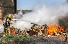 Crema un magatzem a Sant Joan de Déu d'Almacelles