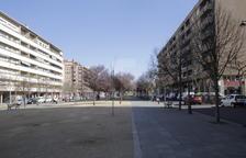 El carrer Corregidor Escofet de Lleida, ahir, hores després de la baralla entre joves magrebins.