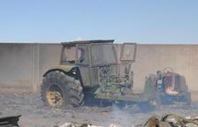 El incendio de Fondarella calcinó varios tractores y maquinaria