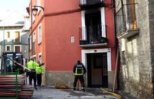 Dinou ferits a causa d'un foc en un edifici de tres plantes a Jaca