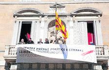 La Junta Electoral lleva a Torra a la Fiscalía y exige a los Mossos quitar lazos y pancartas