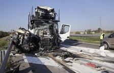 Muere una conductora de Fraga en una brutal colisión en Alcarràs
