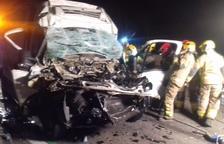 Muere el conductor de una furgoneta al chocar con un camión en la AP-7