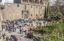 La plaça del Santuari del Miracle plena d'expositors.