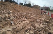 Un muro de piedra seca para un aparcamiento en La Granadella