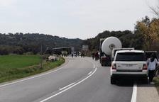 Una colisión entre furgoneta y camión corta la C-14 en Preixens