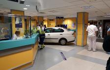 Empotra su coche en las Urgencias del hospital
