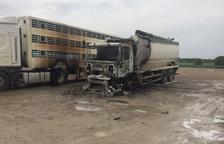 Crema un camió a Agramunt