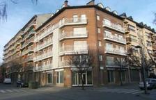 El pis es troba al número 92 del Passeig del Parc de la Seu d'Urgell.