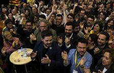 Esquerra guanya a Catalunya per primera vegada en democràcia i obté quinze diputats
