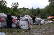 Voluntarios recogen 8 toneladas de residuos del pantano de Oliana