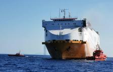 Crema un vaixell mercant amb 25 tripulants a bord a prop de Palma