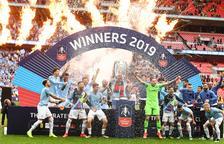 Los jugadores del Manchester City celebran el triunfo sobre el Watford en la final de Wembley.