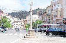 La nueva cruz instalada en la Plaça de la Creu de Torà.