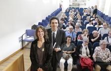 La cantante Lídia Pujol y el comisario del Any Panikkar, Ignasi Moreta, ayer en la Biblioteca Pública.