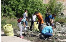 Recogen 300 kilos de basura en el río Segre