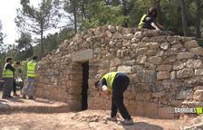 Alumnes del cicle formatiu de Pedra Natural restauren una cabana de volta a Tarrés