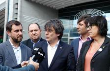 Tajani revoca todas las acreditaciones tras la queja de Puigdemont