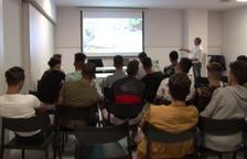 Al voltant de vint MENA van assistir ahir a un curset de riscos laborals a la seu d'Unió de Pagesos.